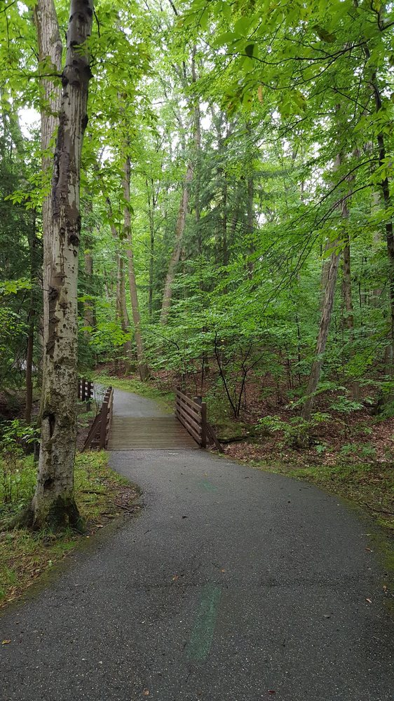 South Chagrin Reservation: Hawthorn Pkwy, Bentleyville, OH