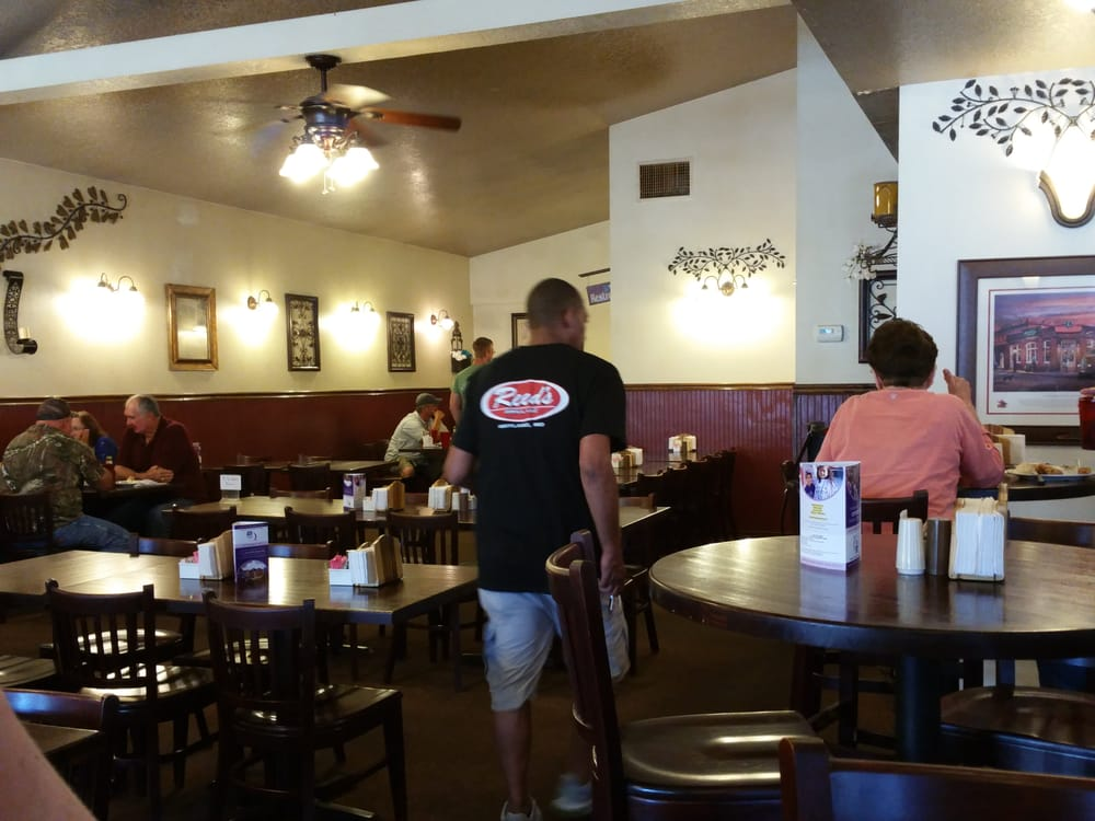 Reed's Bar & Grill: 104 Des Moines St, Wayland, MO