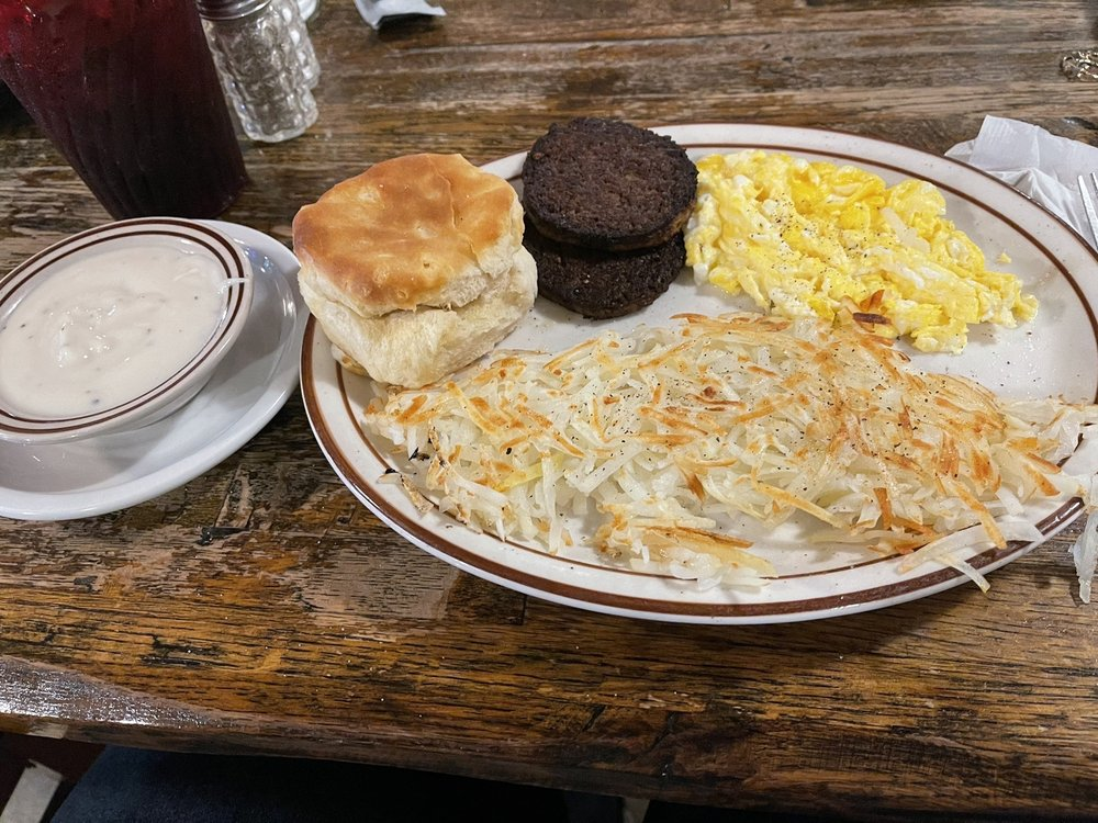 Tin Lizzie Cafe: 8041 Hwy 45 N, West Point, MS