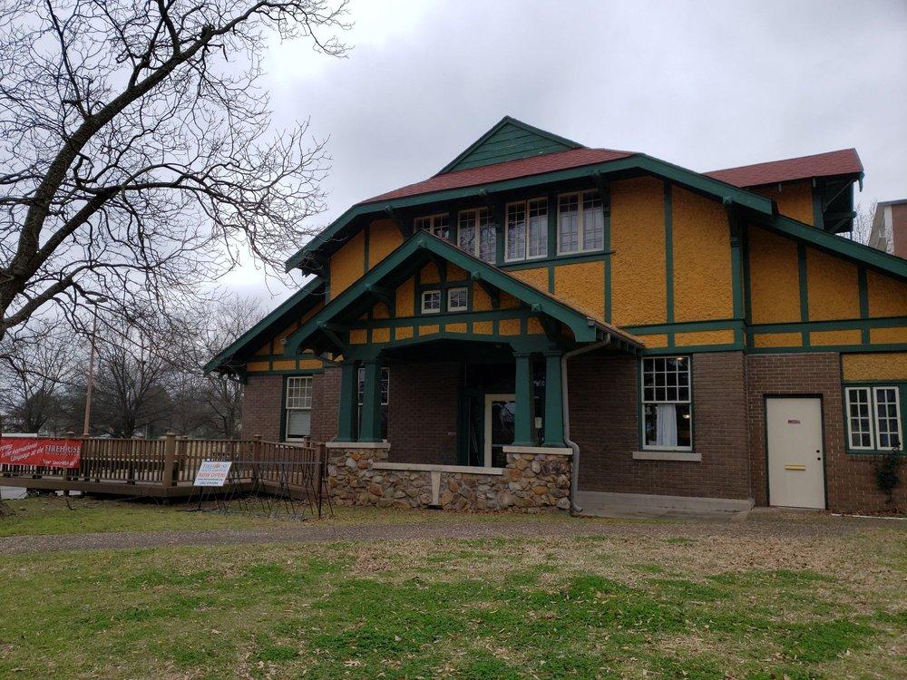Little Rock Firehouse Hostel & Museum: 1201 Commerce St, Little Rock, AR
