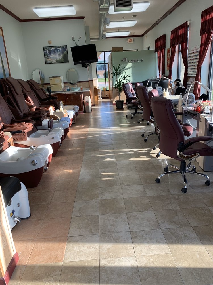 J L Nails: 1101 2nd St S, Sartell, MN