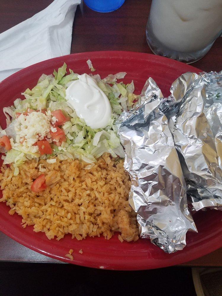 Las Maria's Mexican Restaurant: 112 S Charter St, Monticello, IL
