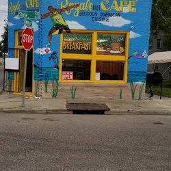 Ad Royale Cafe