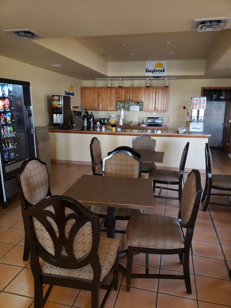 Days Inn & Suites by Wyndham Lordsburg: 1426 W Motel Dr, Lordsburg, NM