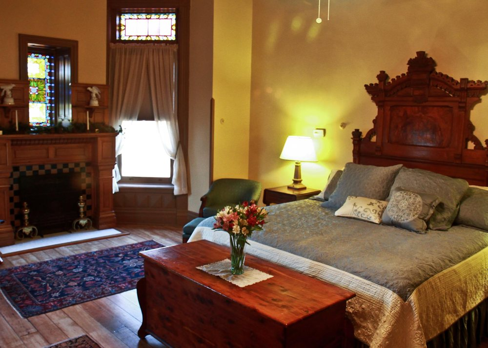 Shakespeare Chateau Inn Bed & Breakfast: 809 Hall St, Saint Joseph, MO