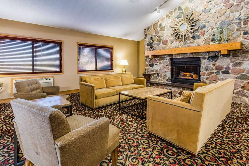 AmericInn by Wyndham Blue Earth: 1495 Domes Drive, Blue Earth, MN