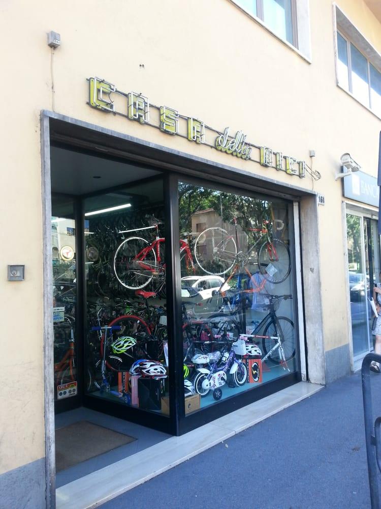 Casa della bicicletta concessionari moto via baracca for Casa della piastrella firenze