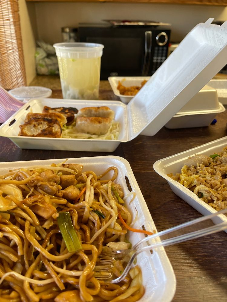 Amy's Chinese Kitchen: 8577 Gravenstein Hwy, Cotati, CA