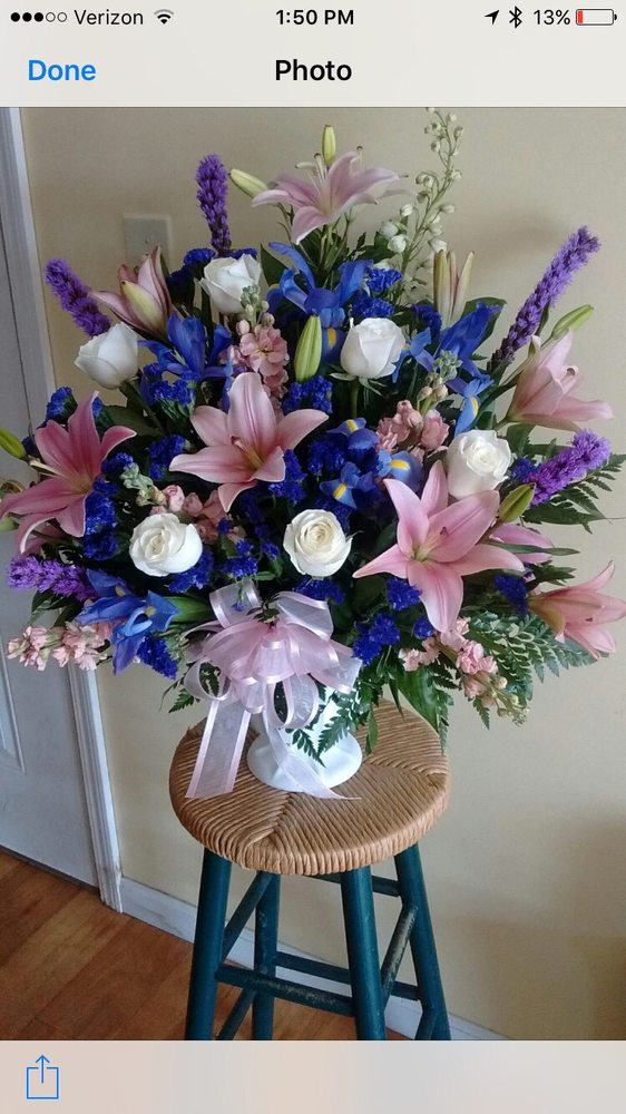Henningsen's Flowers and Gifts: 908 W Ann Blvd, Greensburg, IN