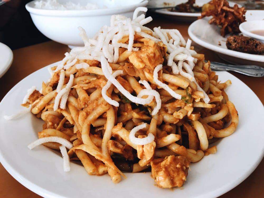 Myanmar Restaurant: 7810 Lee Hwy, Falls Church, VA