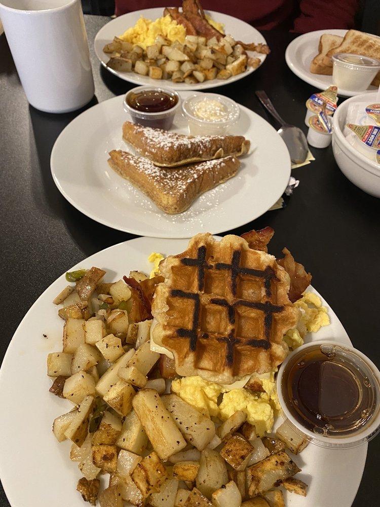 The Cracked Egg Cafe: 942 S Delea Dr, Vineland, NJ