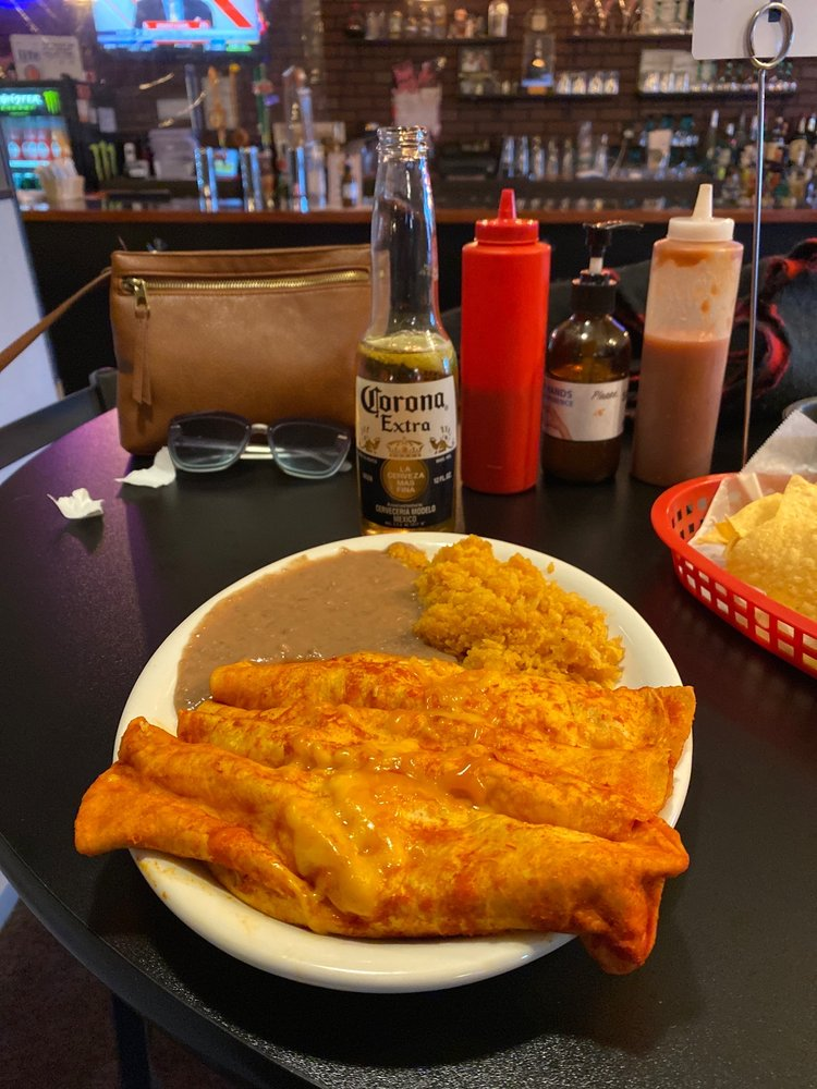 El Charrito Restaurant and Lounge: 802 21st Ave, Scottsbluff, NE