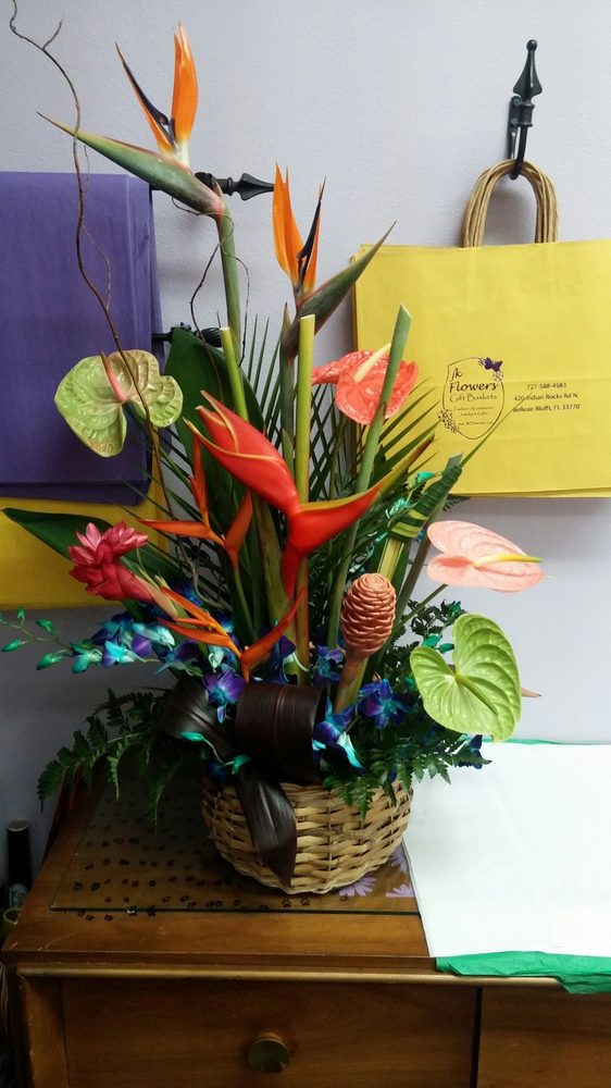 JK Flowers & Gift Baskets: 420 Indian Rocks Rd N, Belleair Bluffs, FL