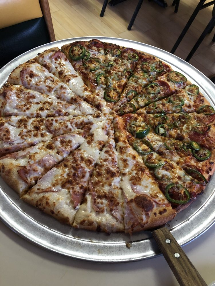 Felicianos and HomeRun Pizza: 1201 Hwy 17, Chama, NM