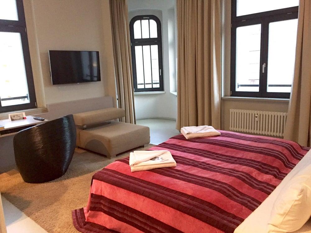 fotos zu hotel lux 11 yelp. Black Bedroom Furniture Sets. Home Design Ideas