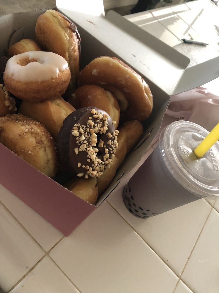 Sunshine Donuts: 242 Livingston Cressy Rd, Livingston, CA