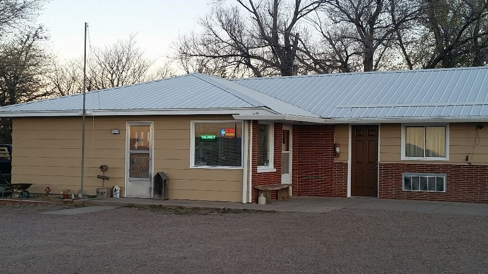 Hilltop Motel: 304 McPherson St, Crawford, NE