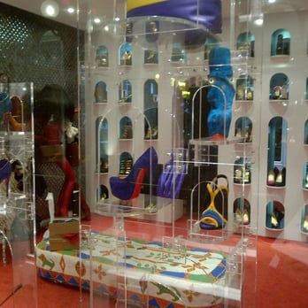 louboutin adresse boutique paris