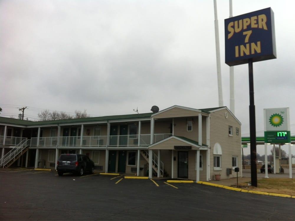 Super 7 Inn: 13100 Veterans Memorial Pkwy, Wright City, MO