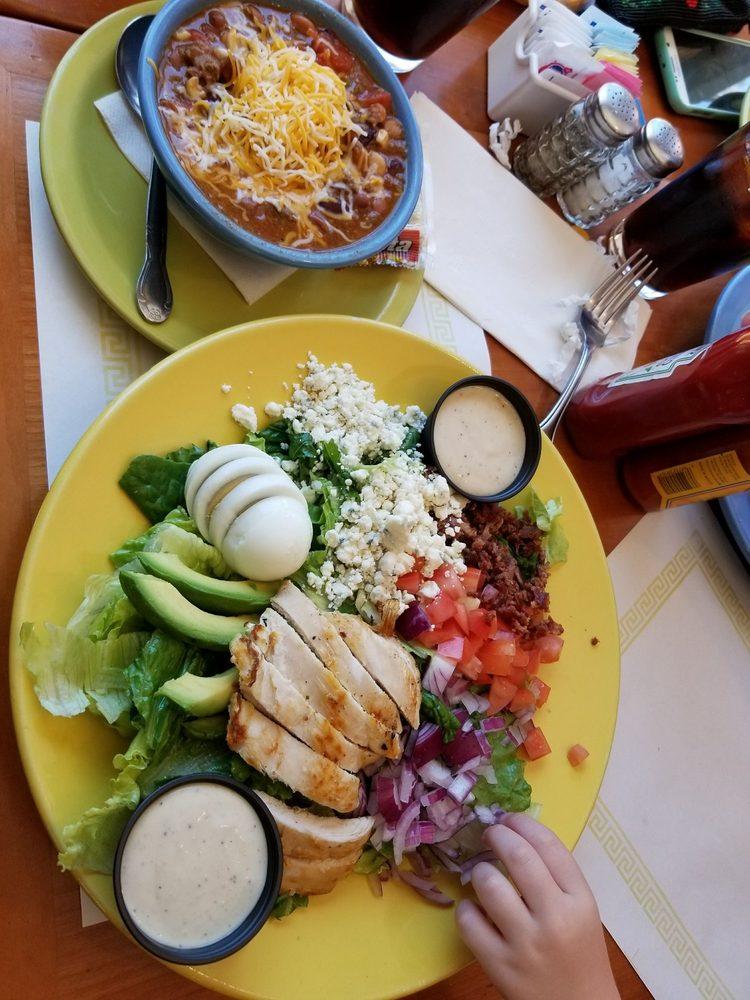 Jacumba Lounge and Restaurant: 44500 Old Hwy 80, Jacumba, CA