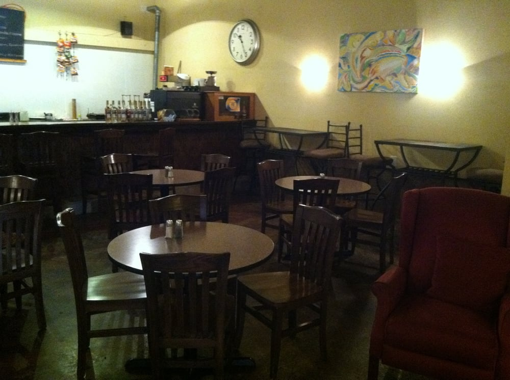 The Center Stage Cafe: 1018 E 10th St, Carrollton, MO