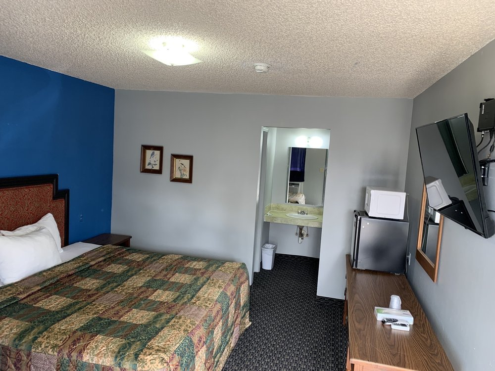 Country Club Motel: 115 Berton Ave, Holdenville, OK