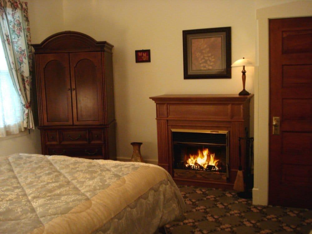 Victoria Resort and Bed & Breakfast: 241 Oak St, South Haven, MI