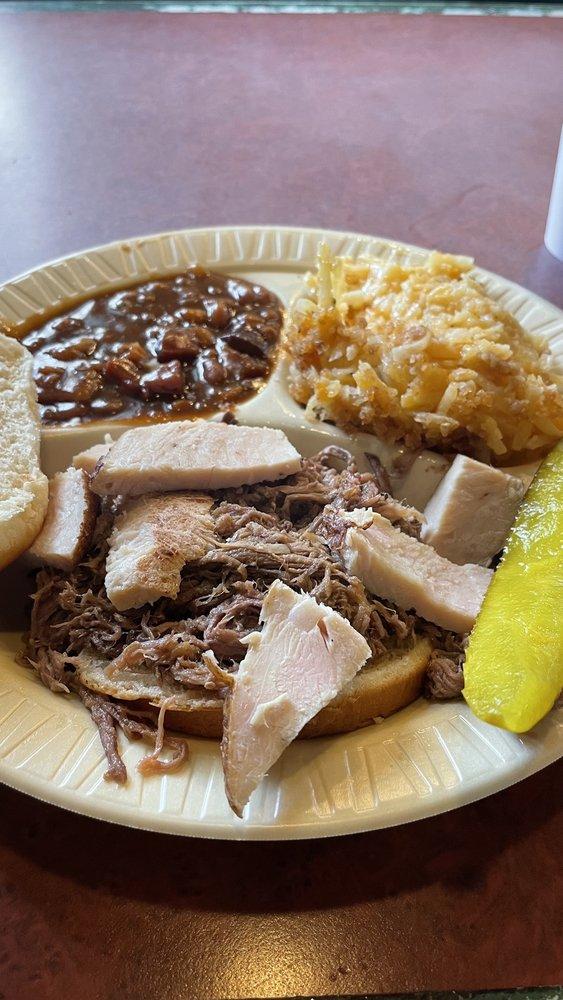 Henry's BBQ Grill: 2047 SW Topeka Blvd, Topeka, KS