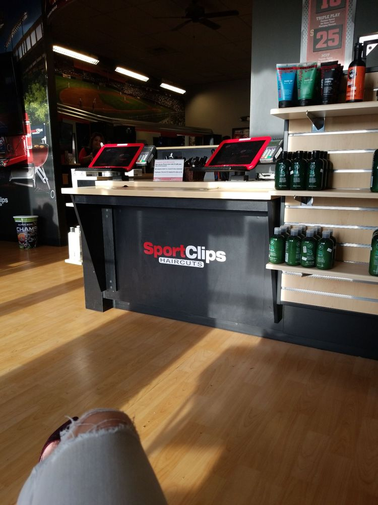 Sport Clips Haircuts of Maple Valley | 24081 SE 264th St, Maple Valley, WA, 98038 | +1 (425) 584-7345