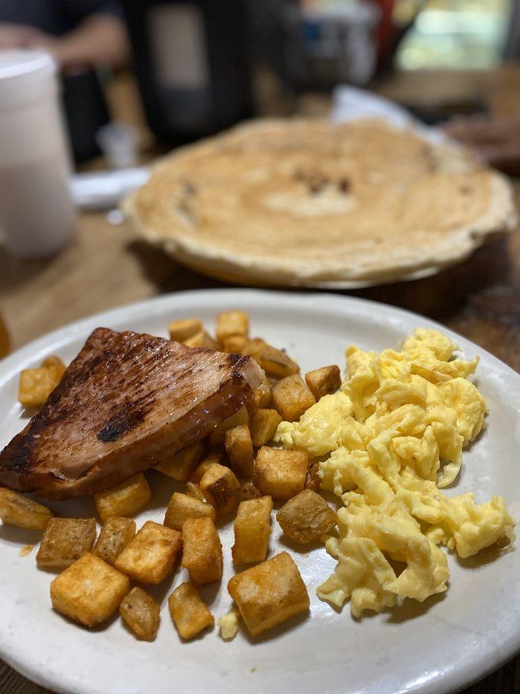 Maxine's Cafe & Bakery: 905 Main St, Bastrop, TX