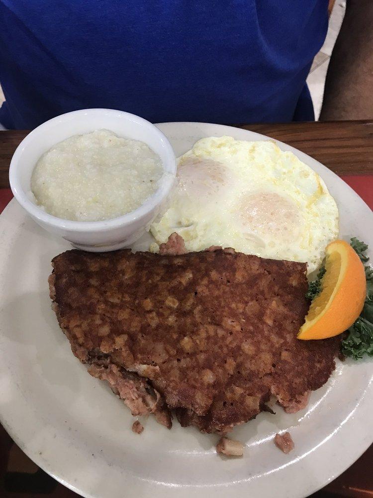 The Landing Strip Café: 2800 NW 20th Trl, Okeechobee, FL