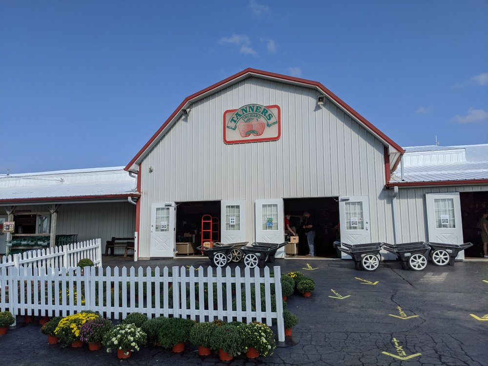 Tanners Orchard: 740 Illinois 40, Speer, IL