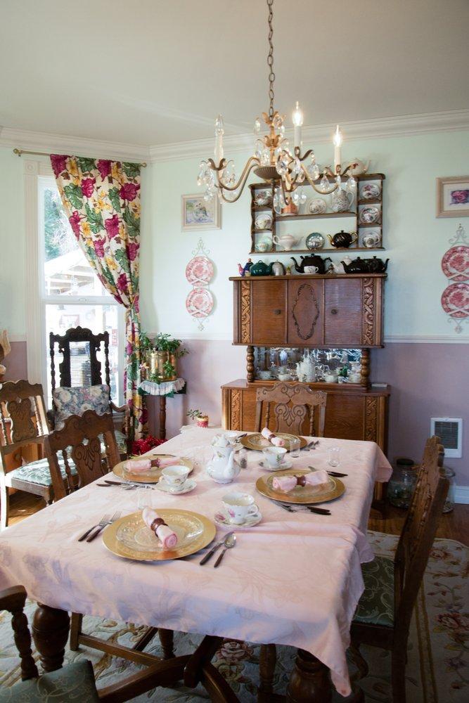 Dahlia House Bed & Breakfast: 1919 Altoona-Pillar Rock Rd, Rosburg, WA