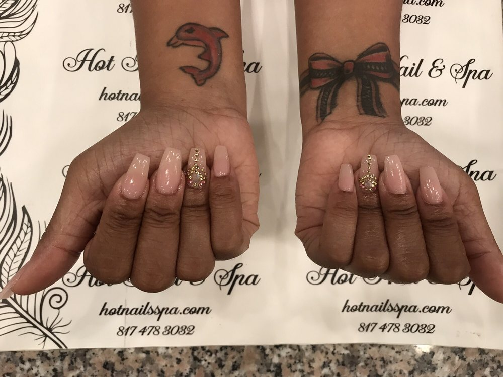 Hot Nails & Spa: 4201 W Green Oaks Blvd, Arlington, TX