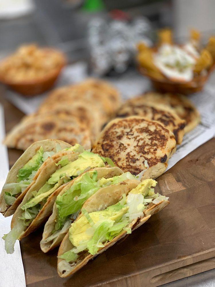 Las Pupusas del Itacate: 807 S Jackson Rd, Pharr, TX