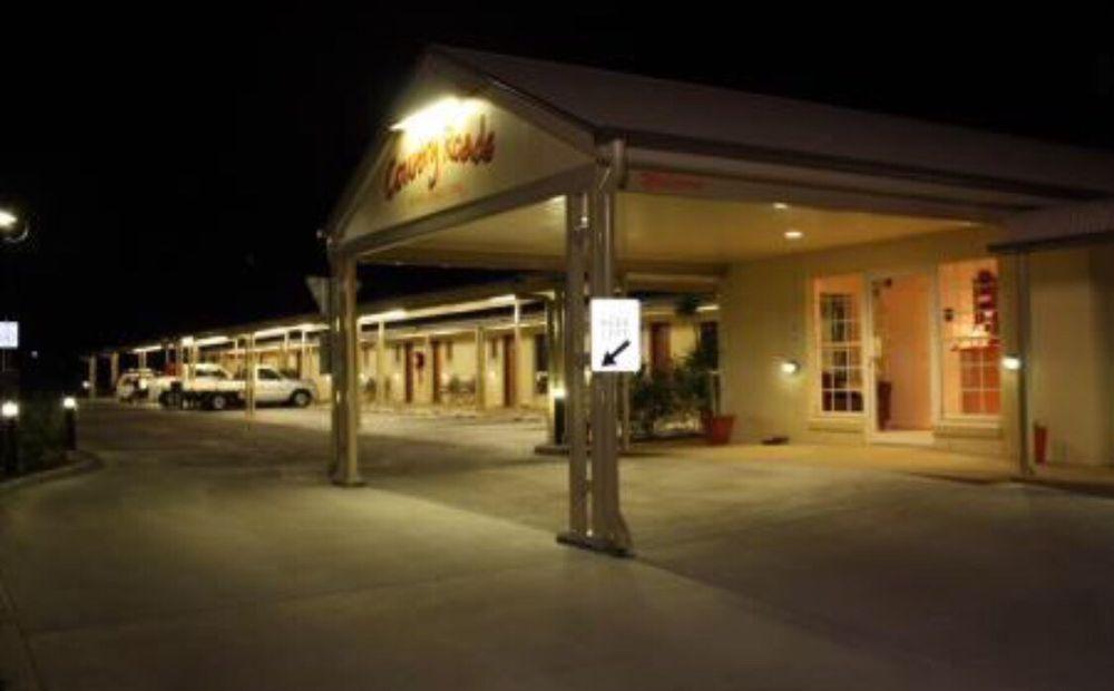 Country Roads Motor Inn