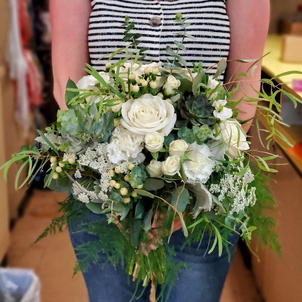 Elle's Floral Design: 2704 Pacific Ave SE, Olympia, WA