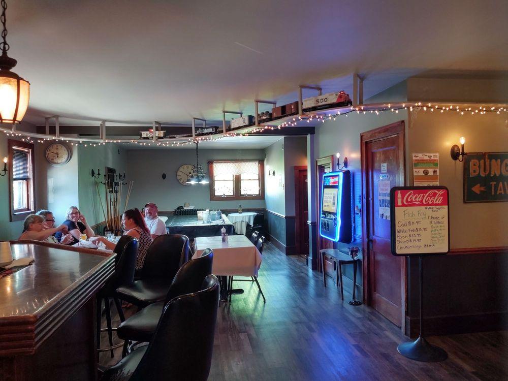 Bungalow Depot Tavern: 403 N 17th St, Gladstone, MI