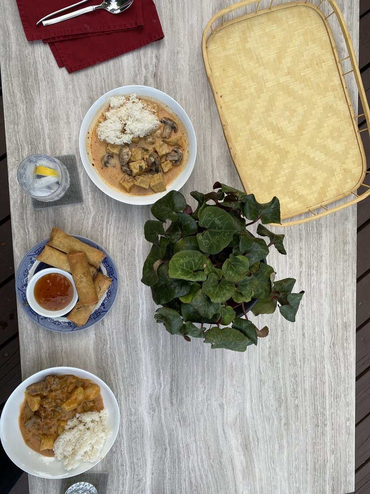 Sawan Thai Kitchen: 4765 Lynwood Center Rd NE, Bainbridge Island, WA