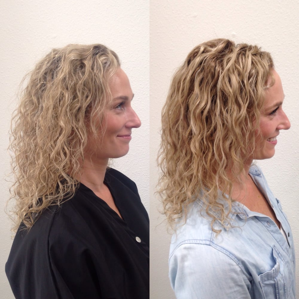 Curly Hair Before And After Cut Color Pintura Highlights By