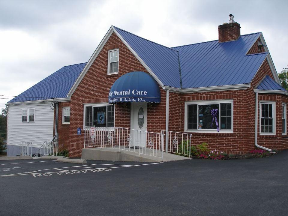 Charles F Tompkins III DDS: 124 Westmoreland St, Harrogate, TN