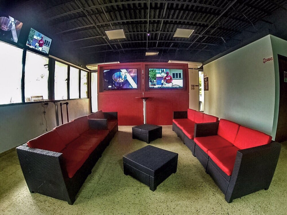 Overtime Sports Bar: Friends, Food & Sports: K6 Avenida San Patricio, San Juan, PR