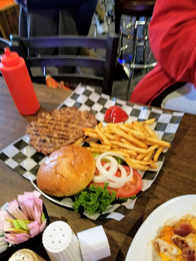 Chief's Bar and Grill: 1600 Crosstown Ave, Silvis, IL