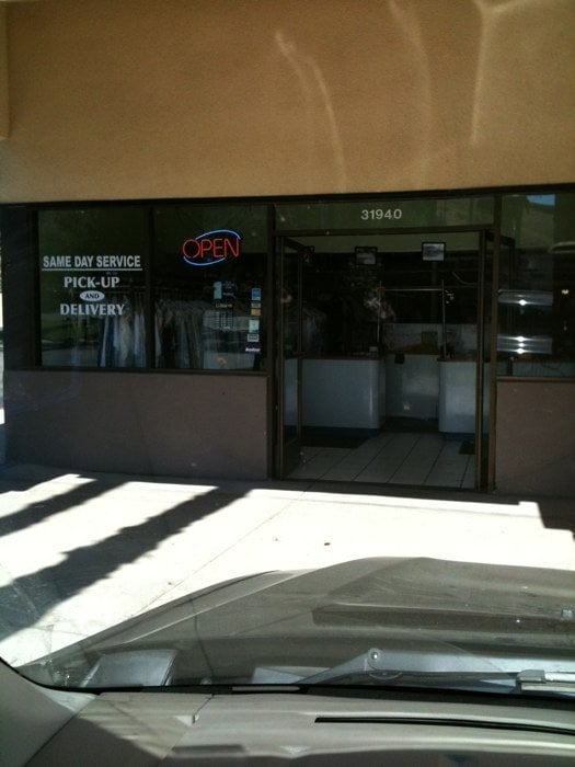 Country Cleaners: 31940 Castaic Rd, Castaic, CA