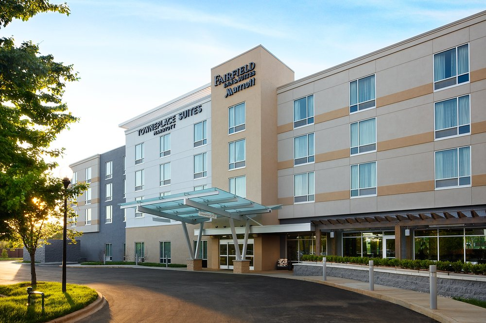 Fairfield Inn & Suites by Marriott Louisville Northeast: 10110 Champions Farm Dr, Louisville, KY