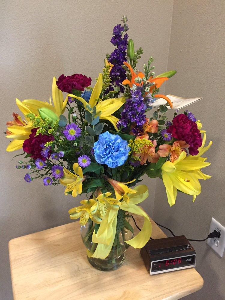 Carmen's Flowers: 516 SW 3rd St, Ankeny, IA