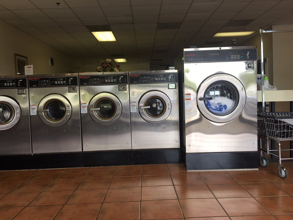AAA North Side Laundromat & Dry Cleaners: 3645 Gulf Shores Pkwy, Gulf Shores, AL