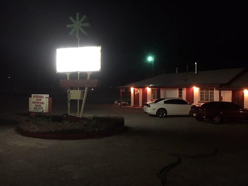 Oasis Motel: 1001 Railroad, Springer, NM
