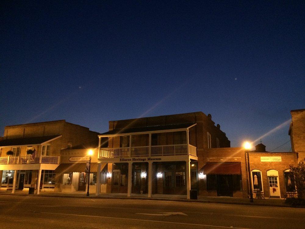 Elloree Town Hall: 2719 Cleveland St, Elloree, SC