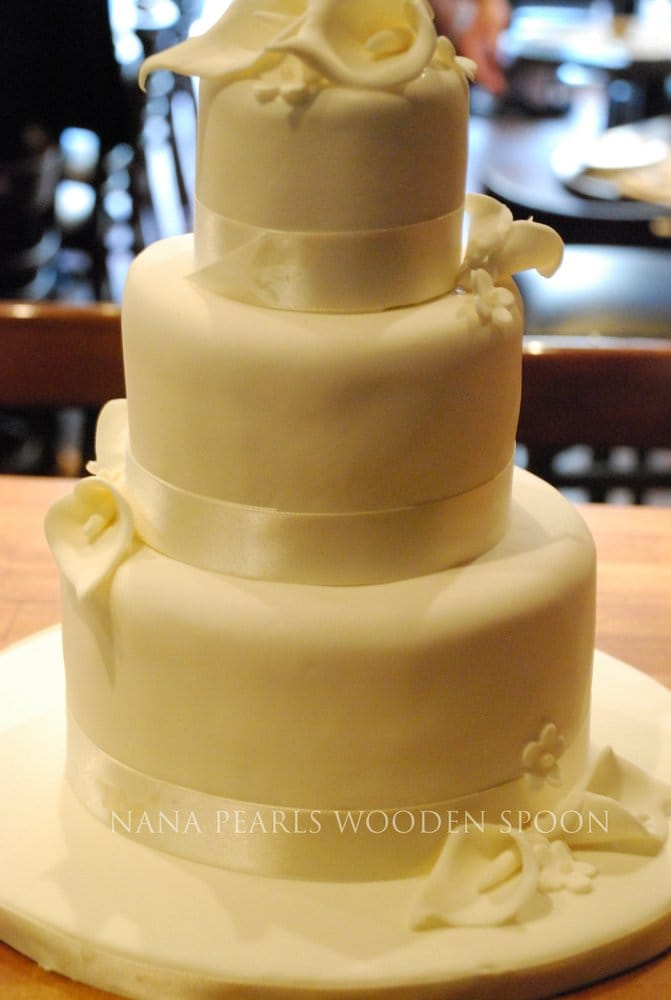 Calla Lily Wedding Cake - A picture is worth a thousand words-this ...